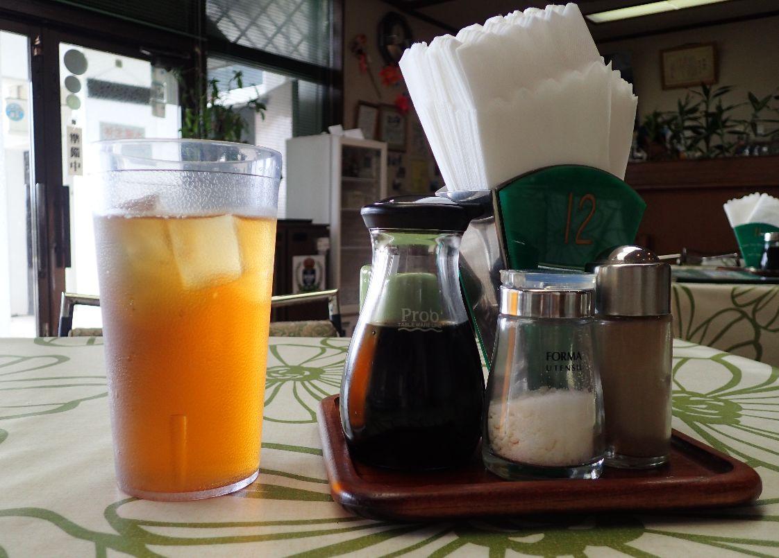 砂糖の入った甘い紅茶が出てきた