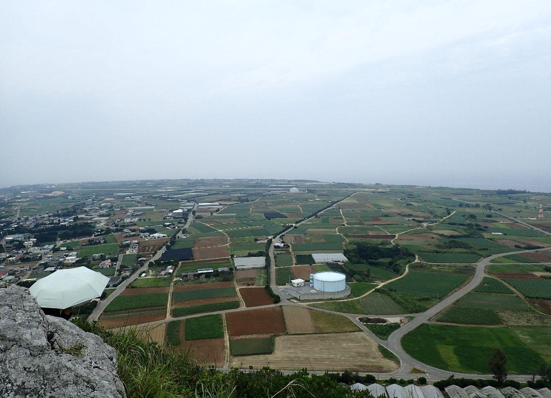 伊江島タッチューの頂上から見下ろす景色