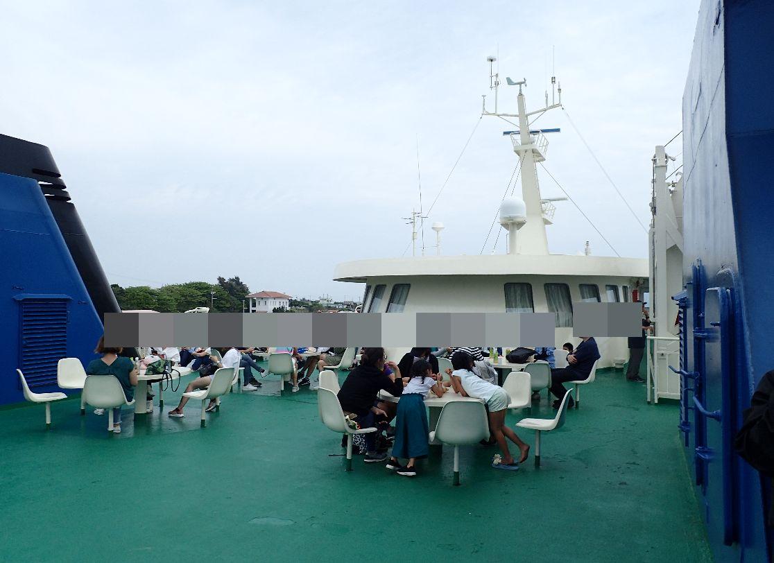 伊江島から本部町へ帰るフェリー船上の様子