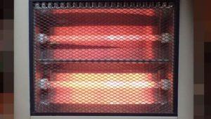 本格的な冬到来に備えて電気ストーブを掃除!網(アミ)・ガードを取り外して反射板に溜まったホコリを拭き取れば焦げたニオイもしない!